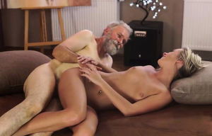Blondie college girl massaged gonzo..